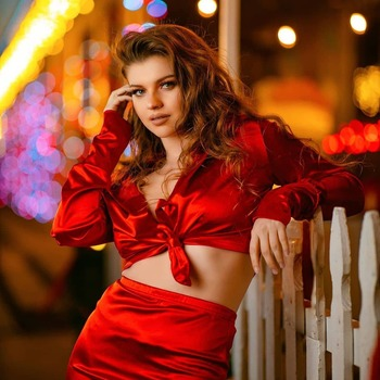 👠It's still the season of giving...so yess, it's still the season of RED..👠 . . . Reposted from @raja.photos 🥰 Model: Gorgeoussss @chloebergren  This is a really fun and interesting shoot for me as shooting at night is not that comfortable for any photographer. As, shooting at lower Shutter speeds hand held to include the ambient light is one heck of a challenge, but yields beautiful results. . . . . #canon #eosr #dallas #texas #dallasphotographer #dfw #model #modelphotography #photo #photooftheday  #lightshapers #ocfportraits #fashion #lifestyle #portrait #dopeports #instafashion #instastyle #bossbabe  #instagood #photoshoot #portraitphotography  #godoxad600  #red